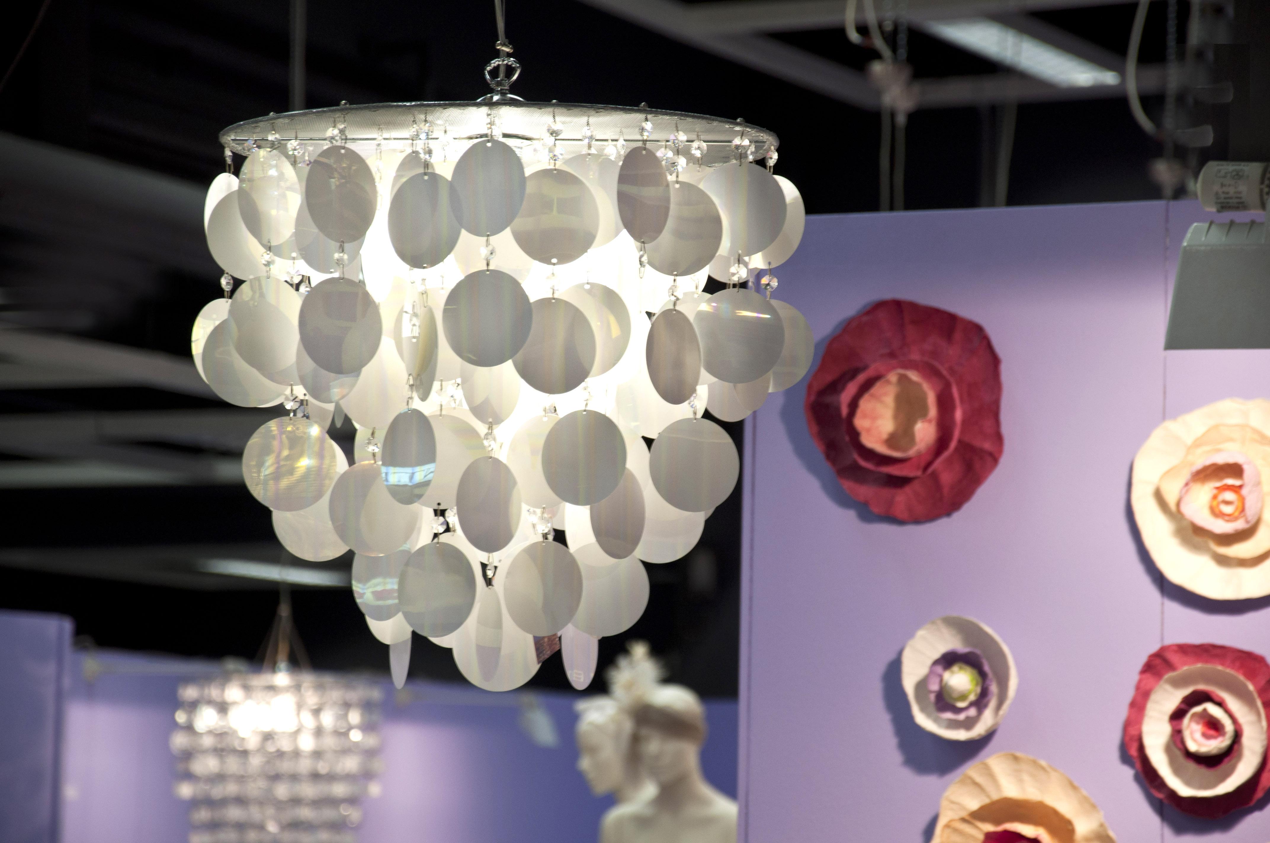 Esposizione di lampadari e sculture luminose di adriana lohmann ...