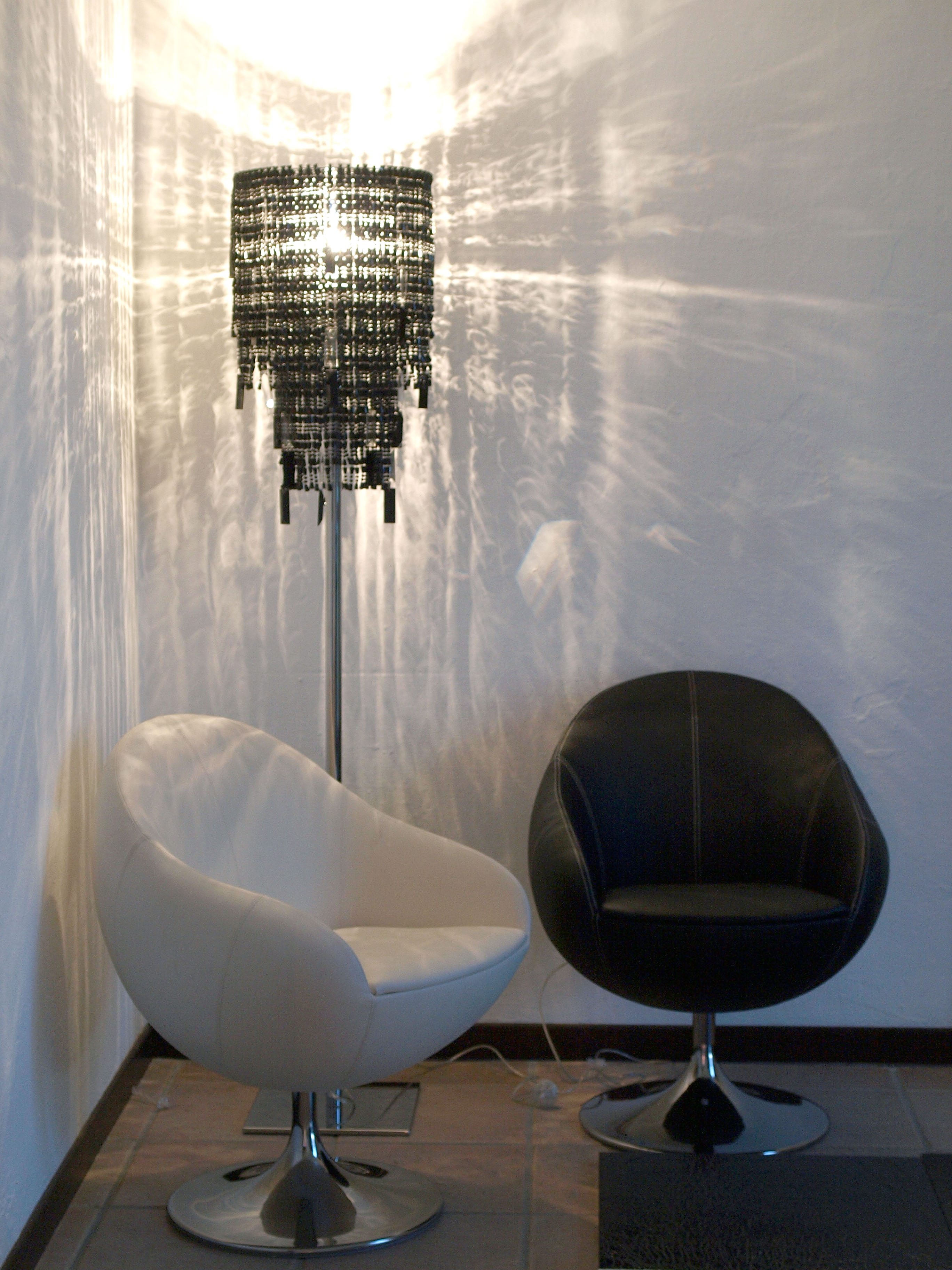 Esposizione di lampadari e sculture luminose di adriana for Esposizione design milano