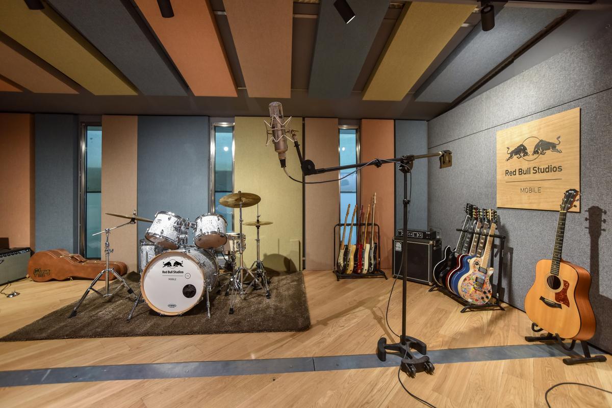 RED BULL STUDIO MOBILE Presents SOUND TAG