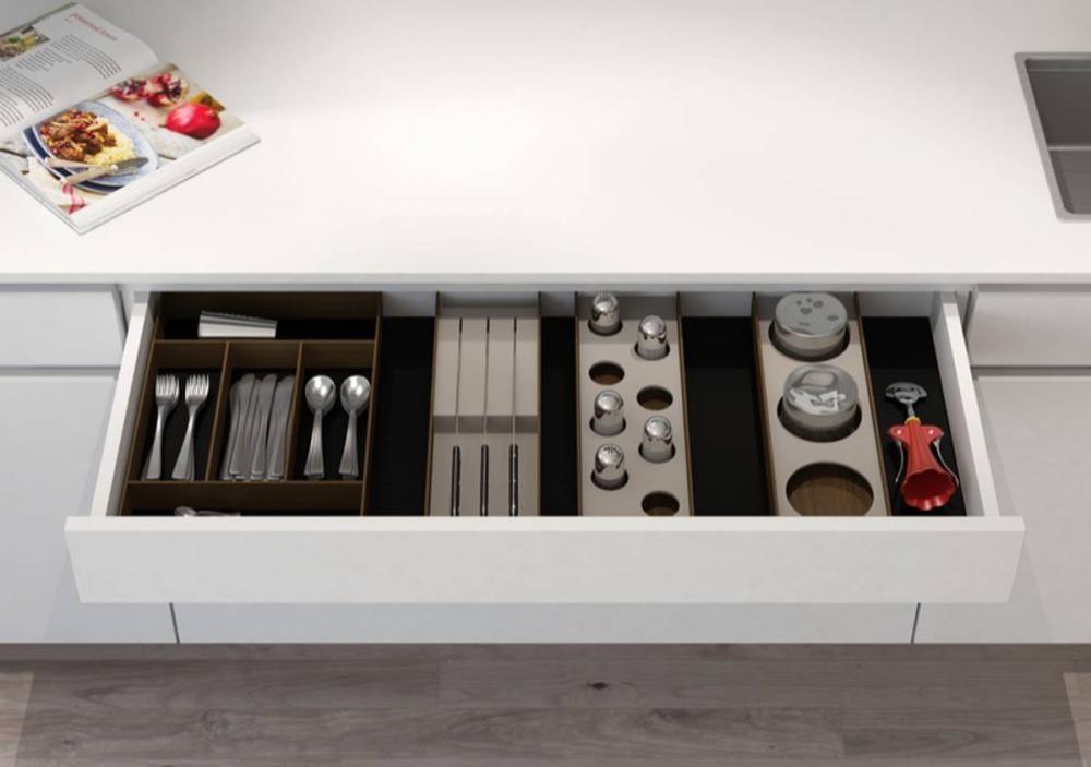Furnital accessori per cucina e armadio fuorisalone